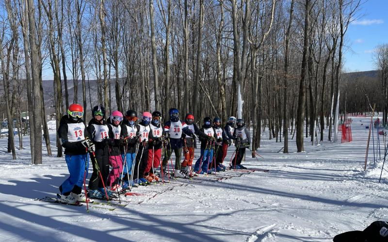 U14 Hunt Hollow Race team training for Super G